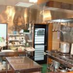 お客様に安心していただけるよう、オープンキッチンにしています。